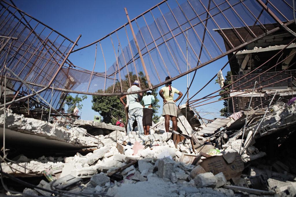 Lehtitietojen mukaan brittiläisen Oxfamin avustustyöntekijät olisivat ostaneet seksiä paikallisilta naisilta Haitissa vuoden 2010 maanjäristyksen jälkeen.