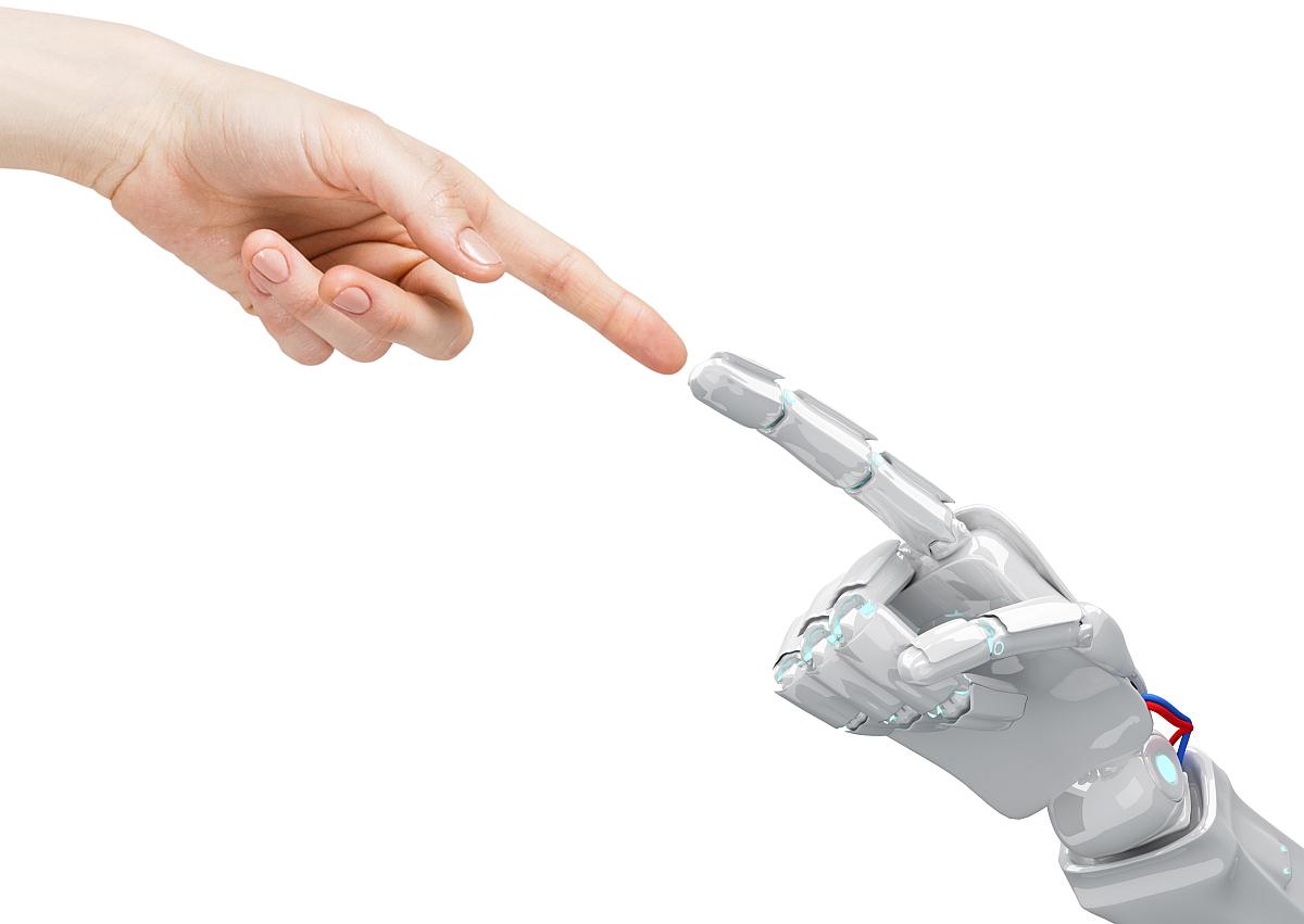 Ihmiskäsi ja robottikäsi koskettavat.