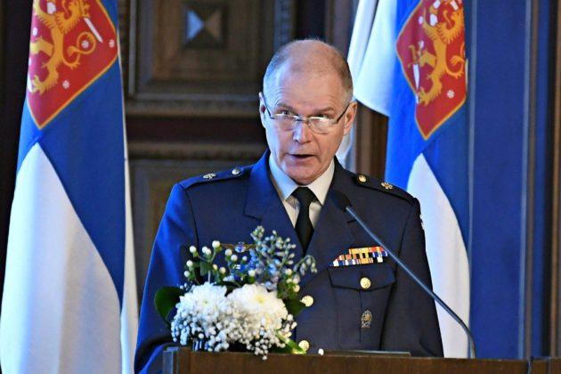 Puolustusvoimain komentaja Jarmo Lindberg puhui maanpuolustuskurssin avajaisissa Säätytalolla Helsingissä maaliskuussa 2018.