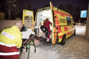 Itä-Uudenmaan pelastuslaitoksen yksikkö IU8211 on lähdössä hätäajoon kohti Helsinkiä ja Meilahden sairaalaa.