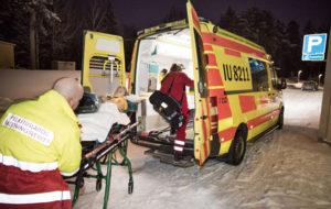 Ambulanssi tulee päästä perille nopeasti hätätilanteissa.