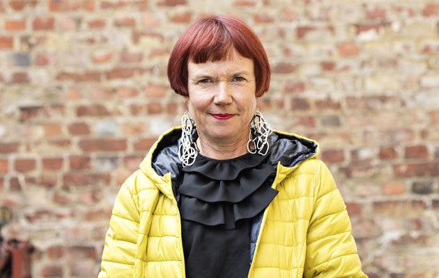 Kirjailija Rosa Liksom joutui tarkistamaan Googlesta, mikä maanpuolustuskurssi on.