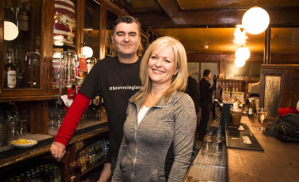 Sisarukset Ciaran ja Anne Kavanagh pitävät Dublinissa 185 vuotta vanhaa pubia, joka houkuttelee puoleensa sekä oluen ystäviä että aaveiden metsästäjiä.