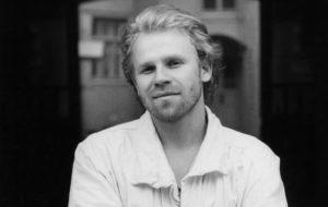 Jussi Parviainen opetti teatterikorkeassa näyttelijälupauksia.