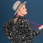 Hiussävyn kirkastuminen muutti Marjatta Kantojärven vaatteiden värimaailman.