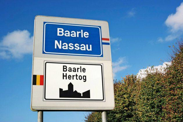 Baarle on kaupunki, joka jakautuu belgialaiseen ja hollantilaiseen osaan.