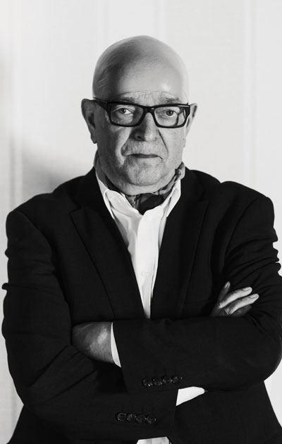 Paavo Väyrynen on pitkänlinjan poliitikko, jolla on vahva itseluottamus.