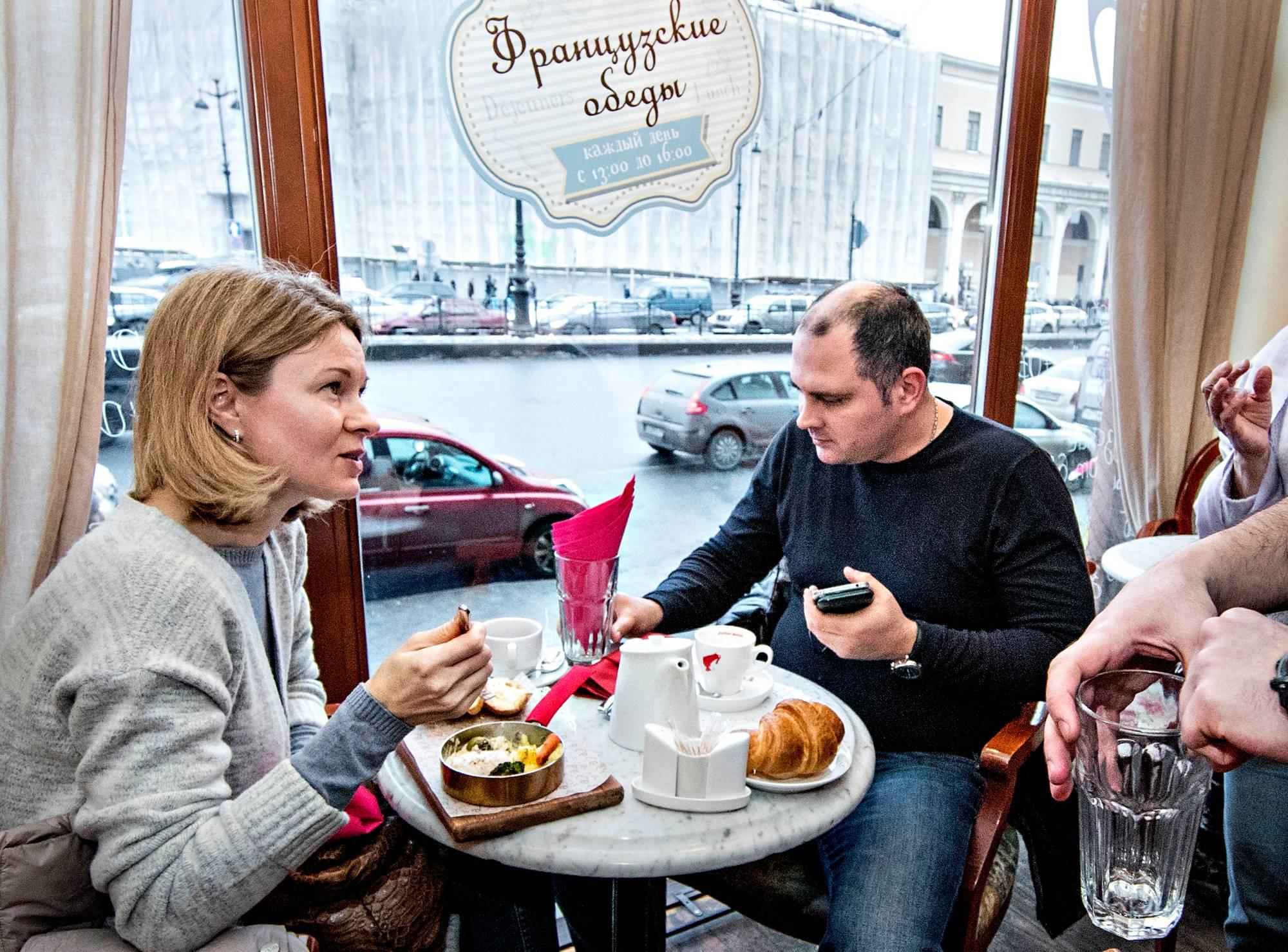 Natalija ja Aleksandr Sebastjonovitš pitävät Venäjää käytännössä diktatuurina.