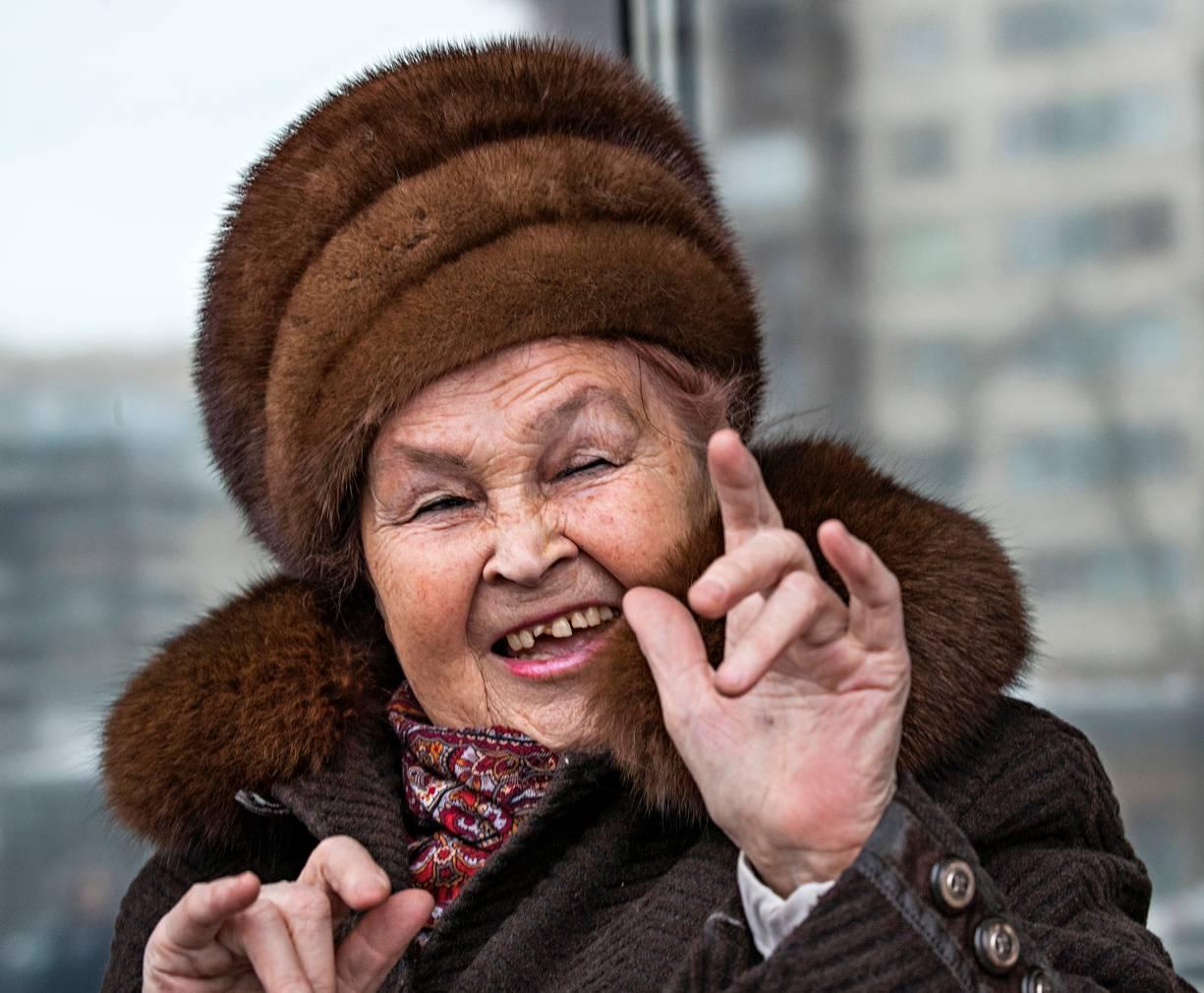 Galina Putkina on tyytyväinen eläkeläinen: asunto on hyvä, eläkkeellä elää ja lapsenlapsikin on päässyt hyviin töihin Moskovaan.