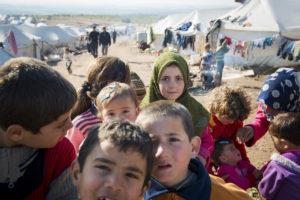 Syyrialaisia pakolaisia Atmehin leirillä Syyrian ja Turkin rajalla tammikuussa 2013.