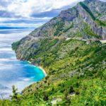 Majesteetillinen Biokovo-vuoristo kohoaa jylhänä Makarska Rivieran kyljessä.