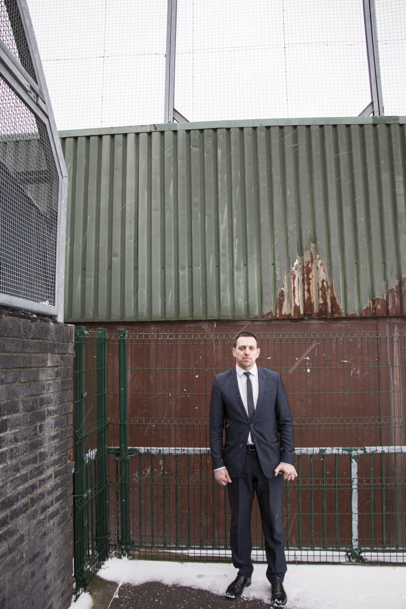 Padraig Ó Muirigh kasvoi kahdeksanmetrisen rauhanmuurin varjossa.