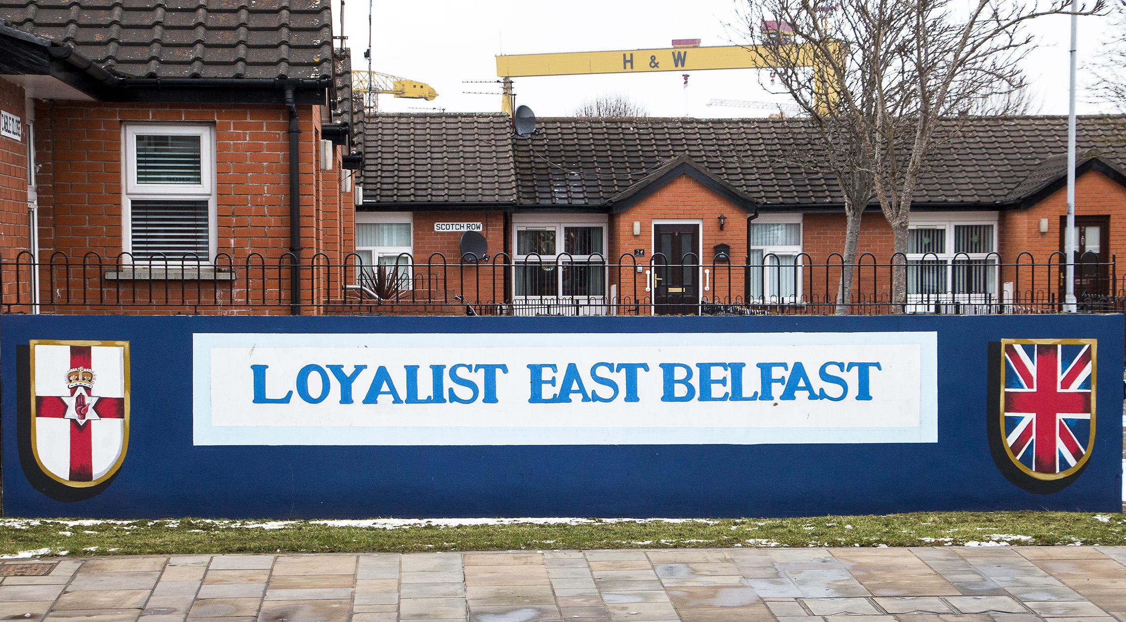 Itä-Belfast kuuluu lojalisteille. Ei jääne kenellekään epäselväksi.
