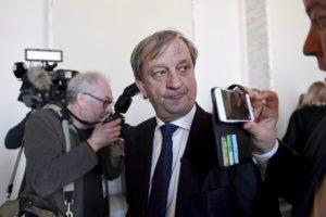 Kokoomuksen kansanedustaja Harry Harkimo tiedotustilaisuudessa eduskunnan valtiosalissa Helsingissä 19. huhtikuuta 2018.