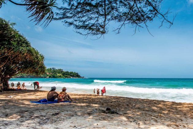 Kata Beach on yksi Phuketin lomasaaren suosituimmista uimarannoista.