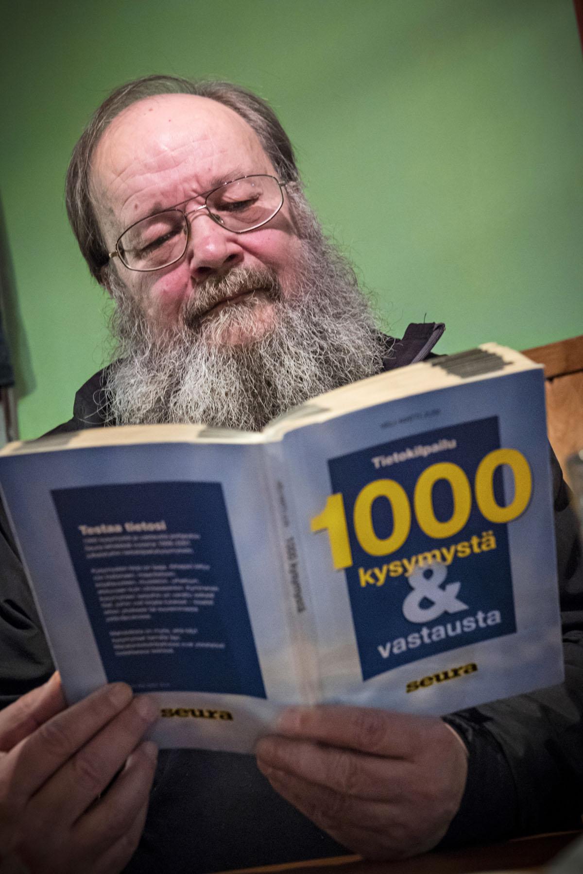 Sakari Koivunen ja Juha Immonen ovat unohtaneet vanhat erimielisyytensä ja nykyään Koivunen poikkeaa lähiökapakassaan muutaman kerran viikossa.