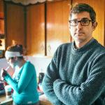 Kuvassa Louis Theroux ja heroinisti Petty Betty, joka kamppailee riippuvuuttaan vastaan.