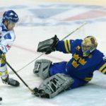Kuka kikkaa leijonapaidassa kolmen kruunun maalille vuonna 2002? Testaa, kuinka hyvin tunnet eri aikakausien suomalaiset jääkiekkosankarit.