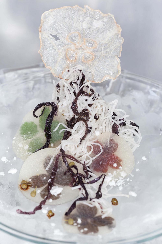 Tanskalainen keittiömestari Klaus Styrbæk loihti meduusa-annoksen.