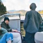 Denan (Dakota Fanning) ja Joshin (Jesse Eisenberg) keskinäinenkin luottamus on koetuksella.