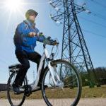 Suomessa suunnitellun Boostbiken kaupunkipyörä avustaa polkemista 25 km/h -nopeuteen asti. Hyvää perustasoa edustava pyörä maksaa noin 1900 euroa. Nopeammat 45 km/h -mallit vaativat liikennevakuutuksen ja rekisteröinnin.