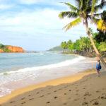 Pitkät paratiisirannat houkuttavat aktiivilomailijoita sukeltamaan ja surffaamaan.