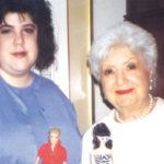 Stacey Handelerin Ruth-isoäiti loi ikonisen barbie-nuken. Mummo myös kannusti Staceyta laihduttamaan, mikä syöksi hänet syömishäiriöön.