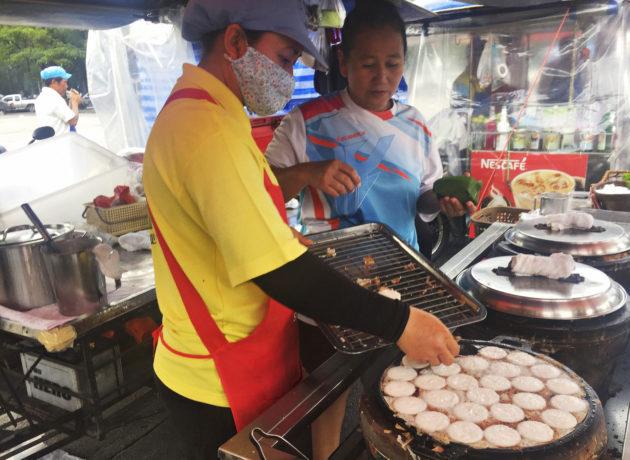 Katuruokaa Thaimaassa.