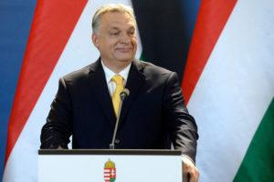 Unkarin pääministeri Viktor Orbán piti lehdistötilaisuuden parlamenttitalossa Budapestissa 10. huhtikuuta 2018.