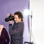 """Valokuvaaja Erik Uddström on kuvannut paljon vaimoaan, näyttelijä Terhi Panulaa. Vapaa-aikanaan Terhikin kuvaa. """"Saan Erikiltä hyviä neuvoja, mutta haluan itse mokata ja kysyä sitten, mikä meni pieleen."""""""