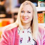 Johanna Koivu juontaa ja käsikirjoittaa AlfaTV:llä pyörivää hyvinvointi- ja lifestyleohjelmaa KoivuTV:tä.