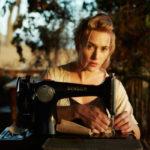 Ompelijatar Tilly (Kate Winslet) palaa lapsuutensa maisemiin.