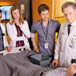Bruce Greenwood (oik.) esittää kirurgilegenda Randolph Belliä.