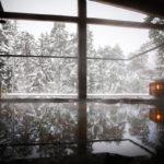 Luminen maisema on mitä kaunein, kun sitä ihailee lämpimästä altaasta käsin. Yasuragin ulkoaltaat tekevät vaikutuksen.