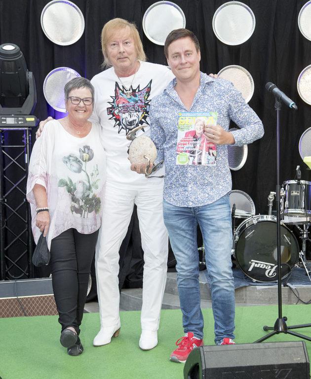 Elävä legenda Danny ja Seuran päätoimittajat Tarja Hurme ja Erkki Meriluoto.