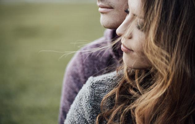 Mikään ei kuitenkaan estä erityisherkkiä ja ei-herkkiä luomasta toimivia ja rakastavia parisuhteita. Yleensä se lähtee toisen rakkauden kielen opettelusta.
