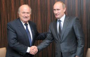 FIFAN:n presidentti Joseph Blatter ja Vladimir Putin