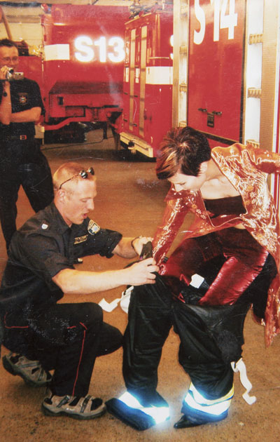 Tangokuningatar Heidi Kyrö aiheutti kohun saapuessaan ambulanssilla esiintymislavalle.