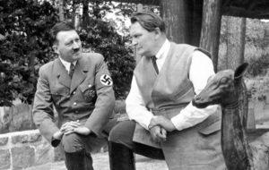 Hermann Göring (kuvassa oik.)