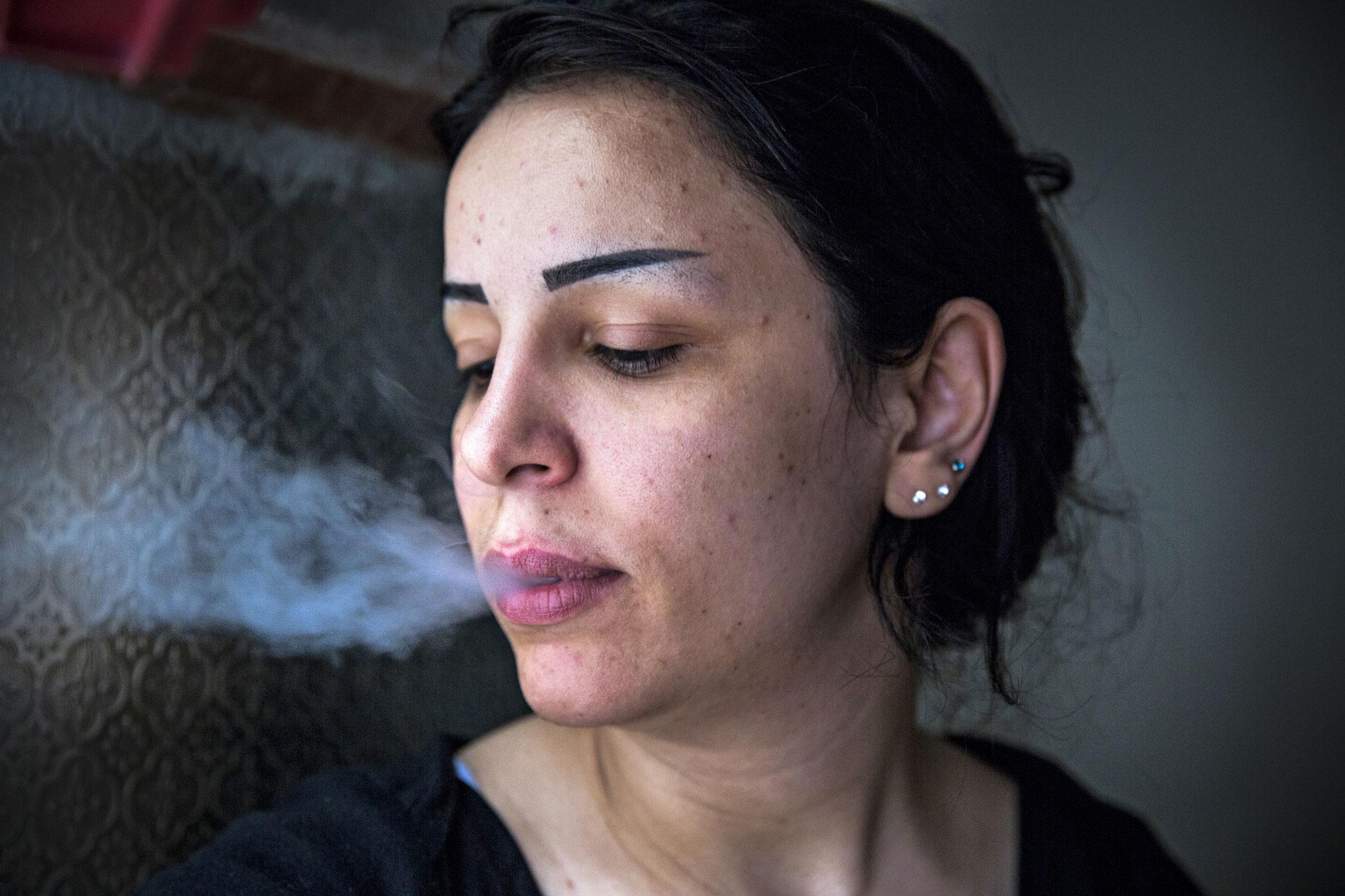 Syyriasta Shatilaan tullut palestiinalainen Maryam Basyouni yrittää löytää valopilkkua tulevaisuudesta. Kolme perhettä asuu yhdessä asunnossa Shatilassa.