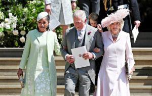 Prinssi Charles, Doria Ragland (vas.) ja Cornwallin herttuatar Camilla.