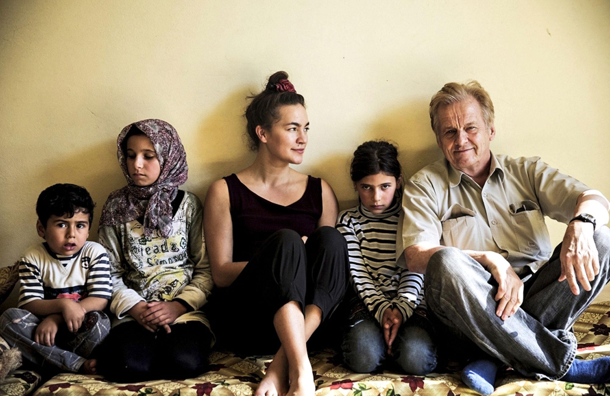 Meeri Koutaniemi ja Rauli Virtanen pakolaisten talossa Pohjois-Libanonissa lähellä Syyyrian rajaa.
