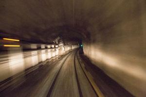 Katse eteenpäin. Espoo–Helsinki-metron kuljettajan maisema näyttää muun muassa tältä.