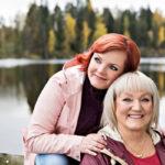 Nina ja Irma Tapio tykkäävät järjestää juhlia ja perhetapaamisia yhdessä. Järjestelyt tehdään rennolla otteella ilman hössötystä.