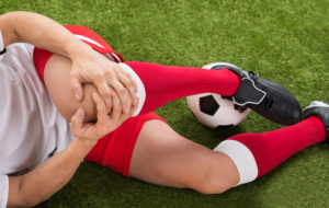 Polvensa loukannut jalkapallon pelaaja