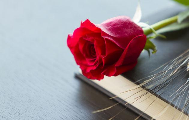 Hautajaisjärjestelyistä saattaa syntyä kiistaa entisen ja nykyisen perheen välillä.