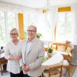 Rutumin kartanon omistajat Marja ja Kari Hirvonen ovat kunnostaneet päärakennuksen pieteetillä. He ottivat kartanon historiasta selville kaiken mahdollisen.