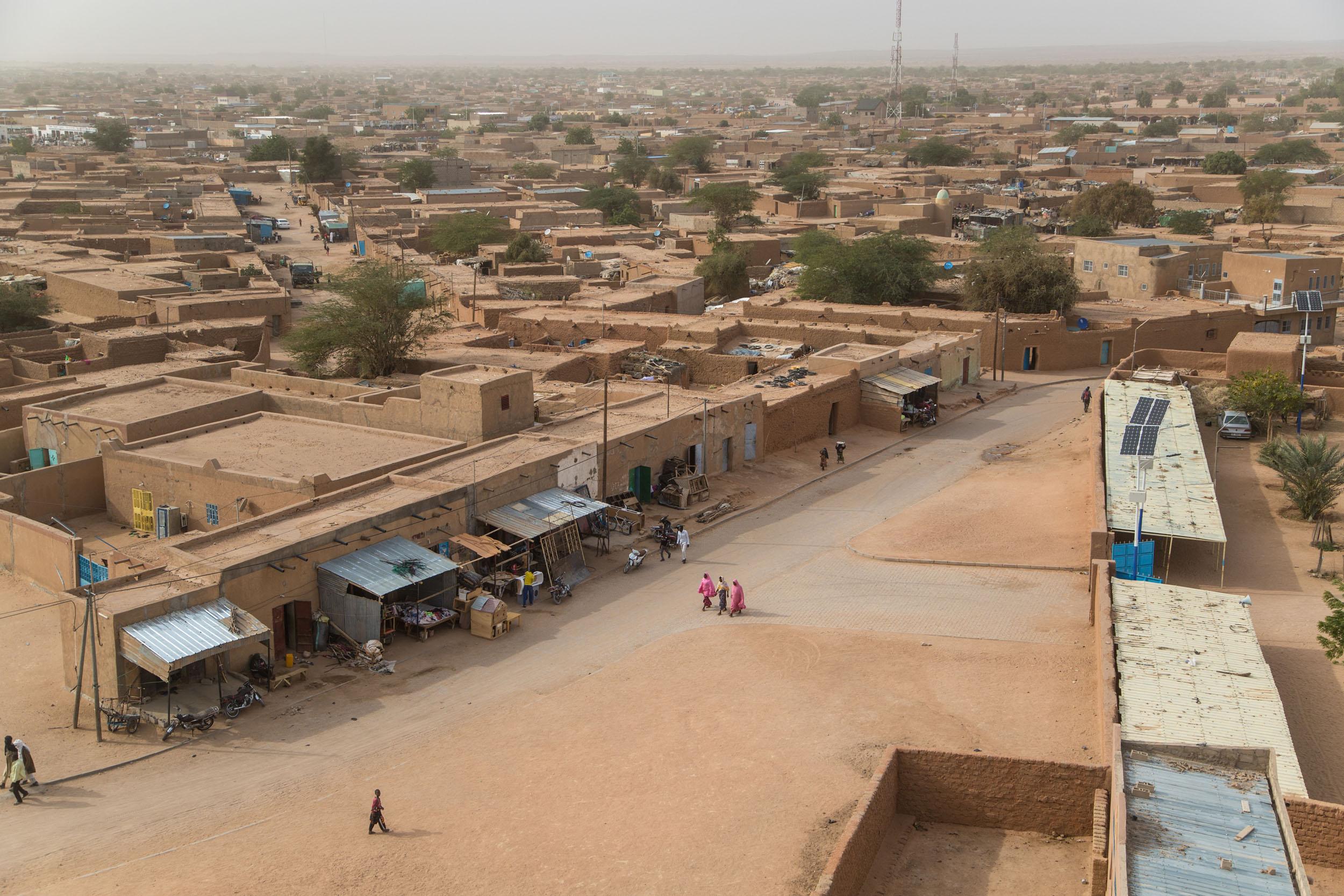 Näkymä Agadeziin moskeijalta. Kaupungissa on yli 120000 asukasta, ja siellä on useita eri etnisiä ryhmiä.