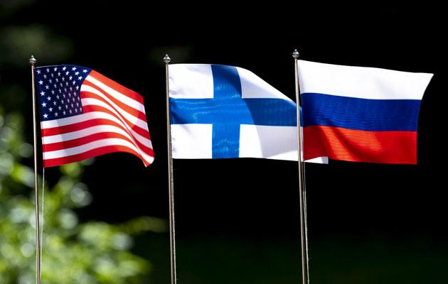 Amerikan, Suomen ja Venäjän liput liehuvat Helsingin huippukokouksessa, kun Vladimir Putin ja Donald Trump kohtaavat.
