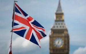 Iso-Britannian lippu liehuu Big Benin edustalla.